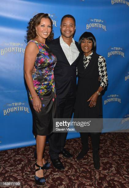 Actors Vanessa Williams Cuba Gooding Jr and Cicely Tyson attend the The Trip To Bountiful Broadway Cast Photocall at Sardi's on March 11 2013 in New...