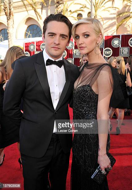 Actors Vincent Piazza and Ashlee Simpson arrive at The 18th Annual Screen Actors Guild Awards broadcasted on TNT/TBS at The Shrine Auditorium on...