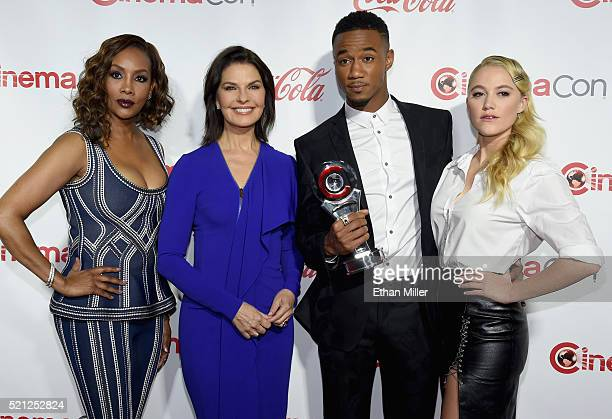 Actors Vivica A Fox Sela Ward Jessie Usher and Maika Monroe recipients of the Ensemble of the Universe Award for Independence Day Resurgence attend...