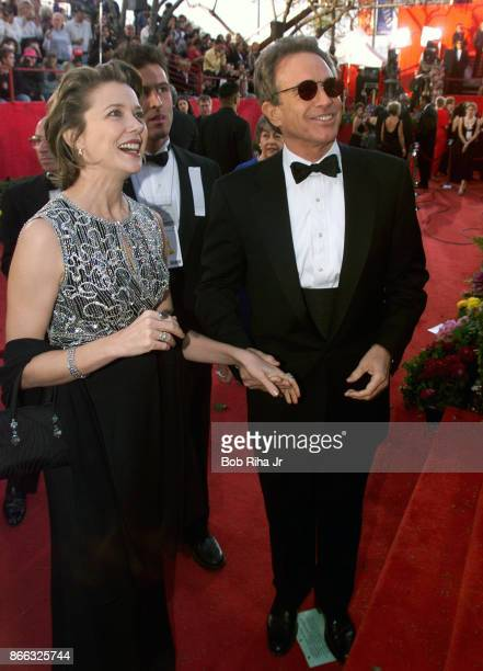 Actors Warren Beatty and Annette Bening at the 71st Annual Academy Awards March 21 1999 In Los Angeles California