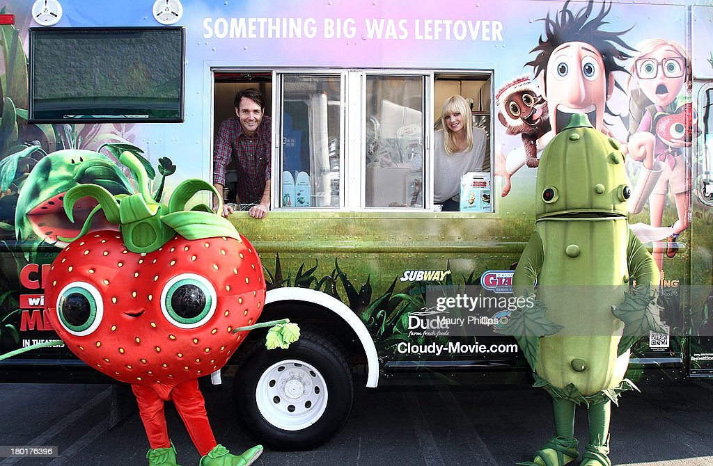 Actors Will Forte and Anna Faris at the Los Angeles Regional Food Bank with Feeding America for Sony Pictures Animation's 'Cloudy with a Chance of Meatballs 2' on September 9, 2013 in Los Angeles, California.