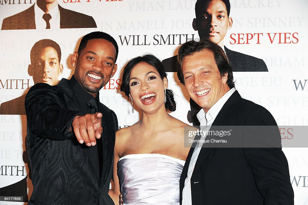Actors Will Smith and Rosario Dawson pose with director Gabriele Muccino at the Paris Photocall of Seven Pounds at the Gaumont Champs-Elysees on January 5, 2009 in Paris, France.