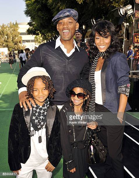 Actors Will Smith Jada Pinkett Smith and their children Jaden and Willow arrive at the premiere of DreamWorks' Madagascar Escape 2 Africa at the...