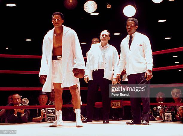 Actors Will Smith Ron Silver and Jamie Foxx film a scene in the upcoming movie 'Ali' taken in February 2001 in Los Angeles CA Smith portrays boxer...