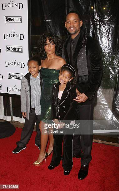 Actors Willow Smith Jada PinketSmith Jaden Smith and Will Smith arrive at the I Am Legend New York Premiere at the Theater at Madison Square Garden...