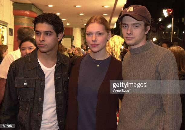 shes dating the gangster english version book: topher grace and laura prepon dating