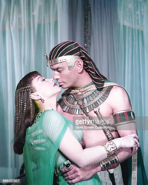 Actors Yul Brynner as Rameses II and Anne Baxter as Nefretiri in the biblical epic 'The Ten Commandments' 1956