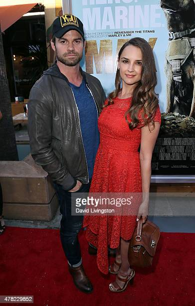 Actors/husband wife Daniel Gillies and Rachael Leigh Cook attend the premiere of Warner Bros Pictures and MetroGoldwynMayer Pictures' Max at the...