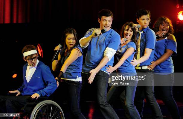 "Actor/singers Kevin McHale, Jenna Ushkowitz, Cory Monteith, Lea Michele, Chris Colfer and Amber Riley of Fox TV's ""Glee"" perform at The Gibson..."