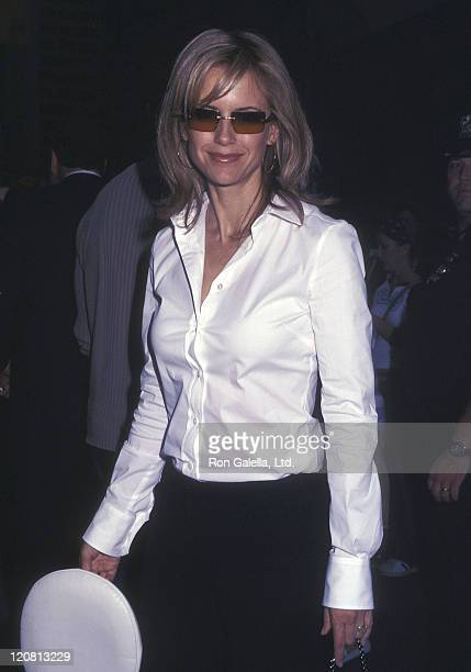 Actres Kelly Preston visits 'The Late Show with David Letterman' on August 28 2001 at the Ed Sullivan Theatre in New York City