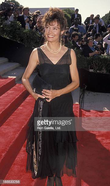 Actres Shanna Reed attends 42nd Annual Primetime Emmy Awards on September 16, 1990 at the Pasadena Civic Auditorium in Pasadena, California.