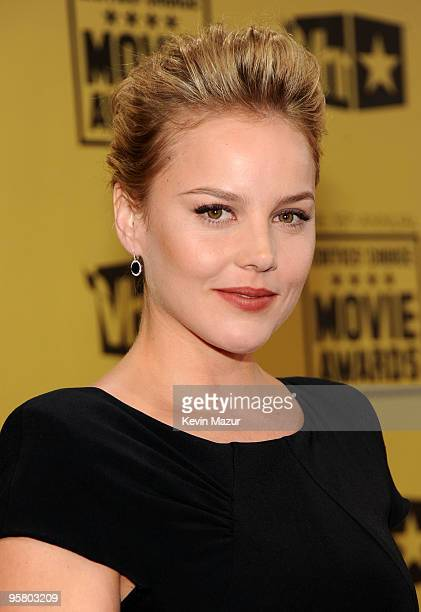 Actress Abbie Cornish arrives at the 15th annual Critics' Choice Movie Awards held at the Hollywood Palladium on January 15 2010 in Hollywood...