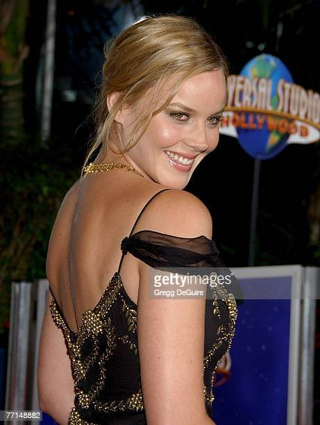 Actress Abbie Cornish arrives at the Elizabeth The Golden Age premiere at the Gibson Amphitheatre and CityWalk Cinemas on October 1 2007 in Universal...