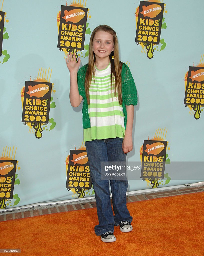 Actress Abigail Breslin arrives at Nickelodeon's 2008 Kids' Choice Awards at the Pauley Pavilion on March 29, 2008 in Los Angeles, California.