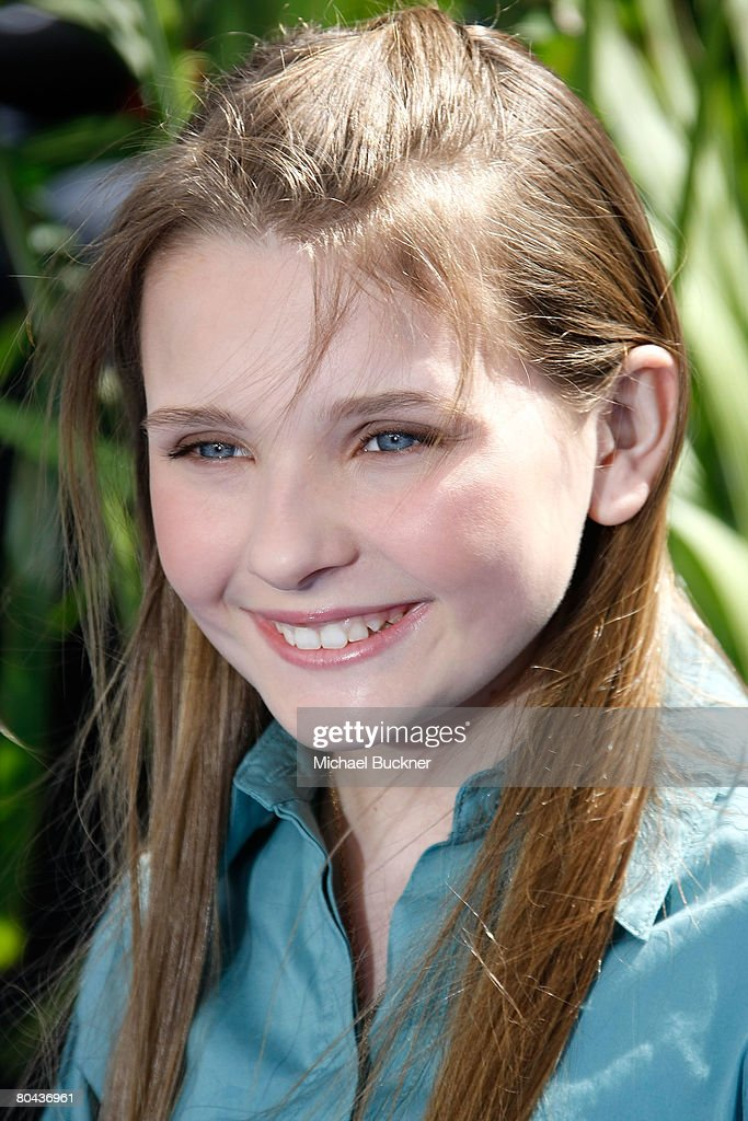 Actress Abigail Breslin arrives at the premiere of 20th Century Fox's 'Nim's Island' at Grauman's Chinese Theatre March 30, 2008 in Hollywood, California.