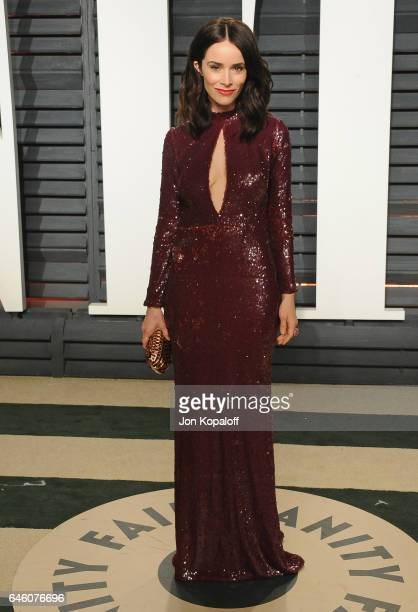 Actress Abigail Spencer arrives at the 2017 Vanity Fair Oscar Party Hosted By Graydon Carter at Wallis Annenberg Center for the Performing Arts on...