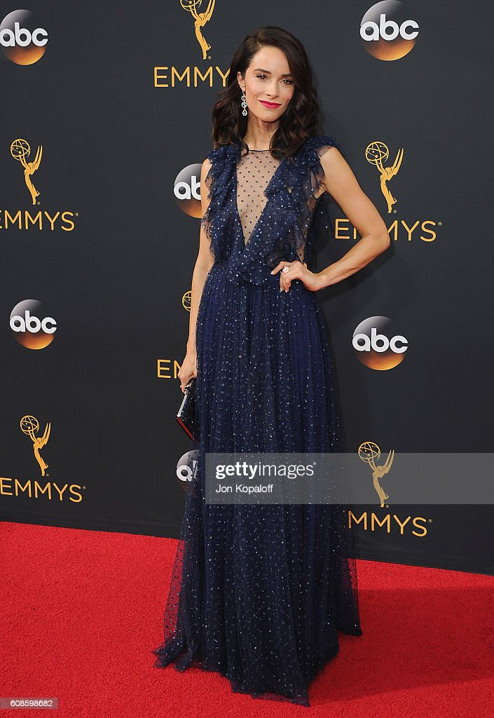 Actress Abigail Spencer arrives at the 68th Annual Primetime Emmy Awards at Microsoft Theater on September 18, 2016 in Los Angeles, California.