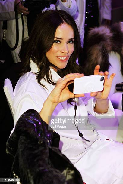 Actress Abigail Spencer attends 2011 MOCA Gala An Artist's Life Manifesto Directed by Marina Abramovic at MOCA Grand Avenue on November 12 2011 in...