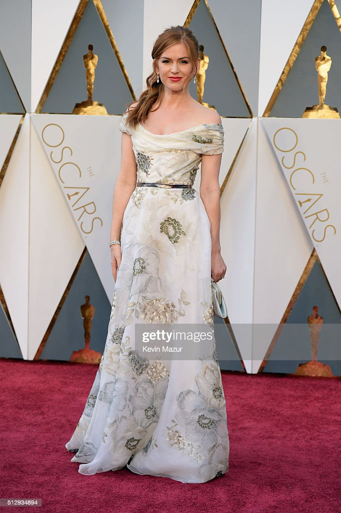 Actress Actress Isla Fisher attends the 88th Annual Academy Awards at Hollywood & Highland Center on February 28, 2016 in Hollywood, California.