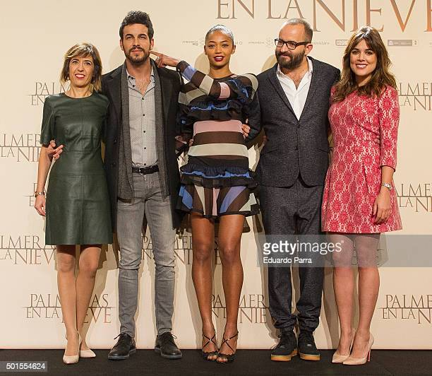 Actress Adriana Ugarte director Fernando Gonzalez Molina actress Berta Vazquez and actor Mario Casas attend 'Palmeras en la nieve' photocall at...