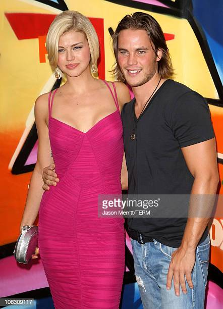 Actress Adrianne Palicki and Taylor Kitsch arrives to the 2007 Teen Choice Awards at the Gibson Amphitheater on August 26 2007 in Universal City...