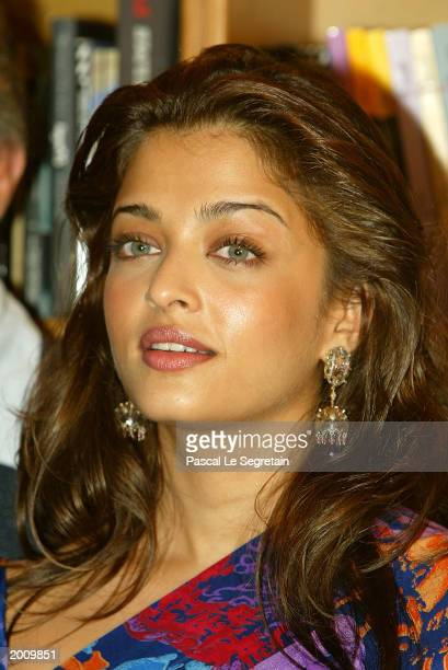 Actress Aishwarya Rai pose during the 'Chevalier Des Arts Et Des Lettres' Award Ceremony on May 18 2003 in Cannes France