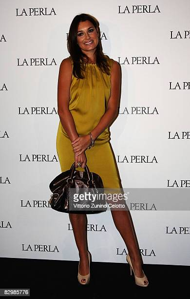 Actress Alena Seredova arrives for the La Perla fashion show at Milan Fashion Week Spring/Summer 2009 on September 24, 2008 in Milan, Italy.