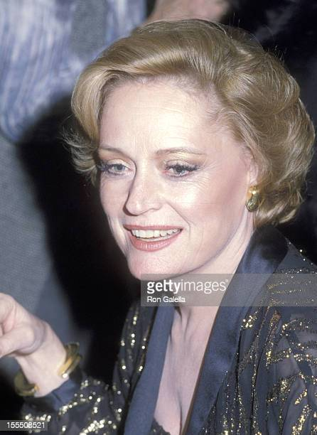 Actress Alexis Smith attends the Curtain Up Restaurant Grand Opening Celebration on November 19 1978 at Curtain Up Restaurant in New York City