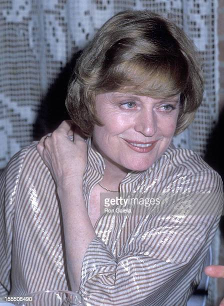 Actress Alexis Smith attends the Party for NY Post Gossip Columnist Diane Judge on June 27 1978 at Il Cameretta Restaurant in New York City