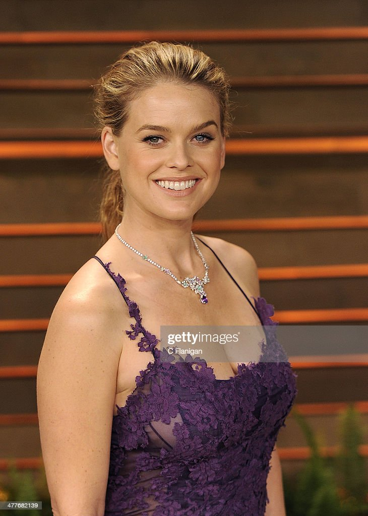 Actress Alice Eve arrives to the 2014 Vanity Fair Oscar Party on March 2, 2014 in West Hollywood, California.