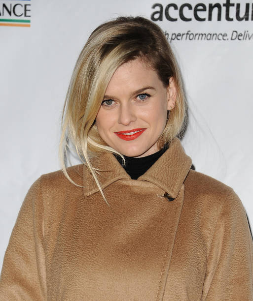 ¿Cuánto mide Alice Eve? - Real height Actress-alice-eve-attends-the-12th-annual-oscar-wilde-awards-at-bad-picture-id644765602?k=6&m=644765602&s=612x612&w=0&h=3l45bEqlscC9a--_rdWmaEhWhFc0ElGZRAySP7zWdAM=