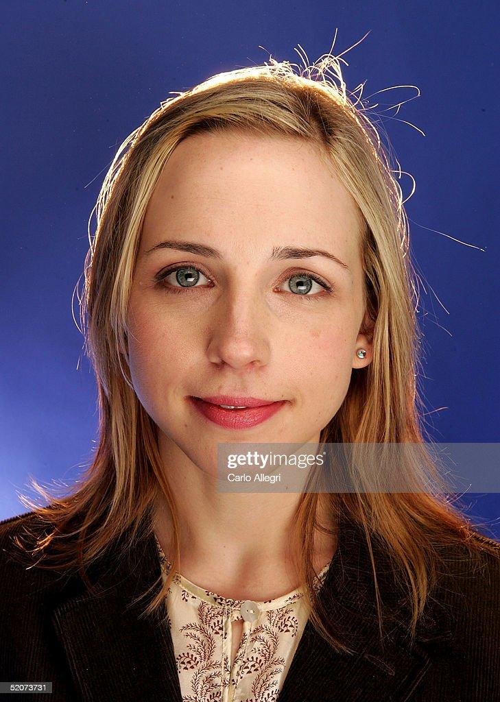 """Cast of """"Love, Ludlow"""" Portrait Session : News Photo"""