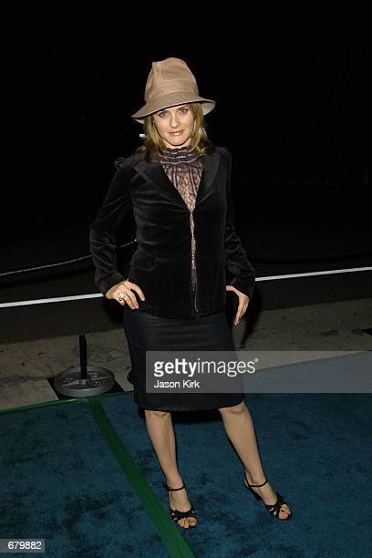 Actress Alicia Silverstone arrives at the 11th Annual Environmental Media Awards at the Ebell Club November 7 2001 in Los Angeles CA