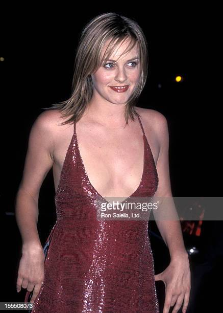 Actress Alicia Silverstone attends the Mouline Rouge Beverly Hills Premiere on May 16 2001 at Samuel Goldwyn Theatre in Beverly Hills California