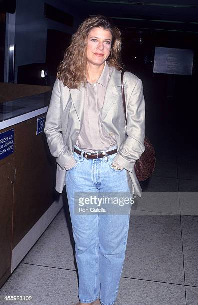 Actress Alison LaPlaca arrives from New York City on November 29 1992 at the Los Angeles International Airport in Los Angeles California