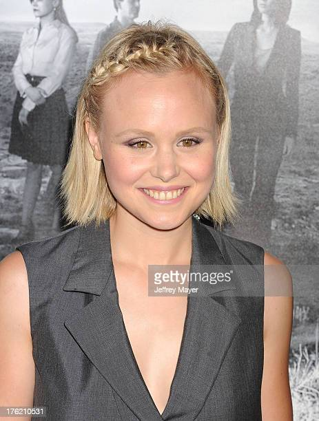 Alison Pill Photos Et Images De Collection Getty Images
