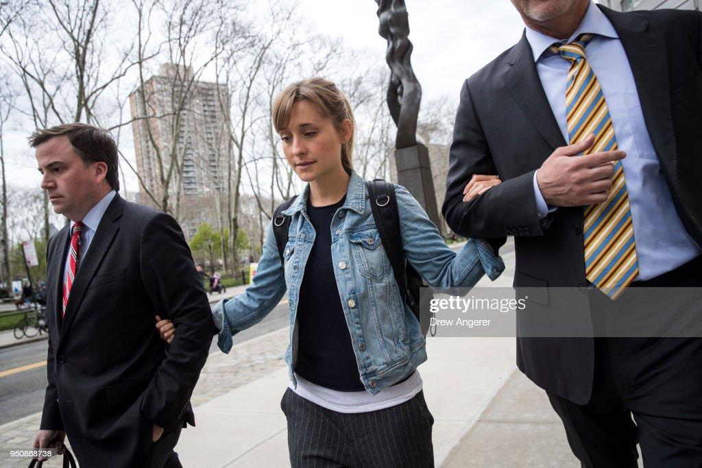 Actress Allison Mack Appears In Court Over Case Involving Alleged Sex Cult : Nachrichtenfoto