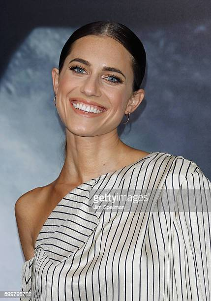 """Actress Allison Williams attends the """"Sully"""" New York premiere at Alice Tully Hall, Lincoln Center on September 6, 2016 in New York City."""