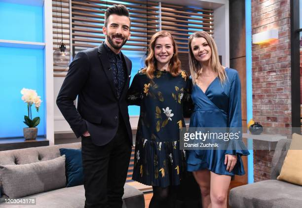 Actress Alyson Hannigan poses with hosts Jeremy Parsons and Andrea Boehlke at People Now on January 30 2020 in New York United States