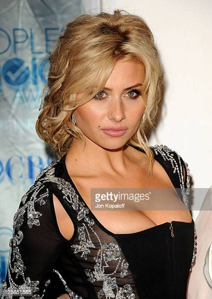 Actress Alyson Michalka arrives at the 2011 People's Choice Awards at Nokia Theatre LA Live on January 5 2011 in Los Angeles California