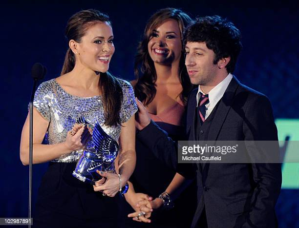Actress Alyssa Milano accepts the Twitter Award from actors Demi Lovato and Simon Helberg onstage at the 2010 VH1 Do Something Awards held at the...