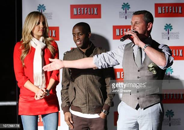 Actress Amanda Bynes actor Elijah Kelley and director Adam Shankman attends the Netflix sing along screening of Hairspray in Sunrise Park on January...
