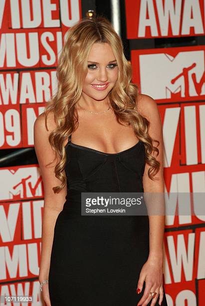 Actress Amanda Bynes arrives to the 2009 MTV Video Music Awards at Radio City Music Hall on September 13 2009 in New York City