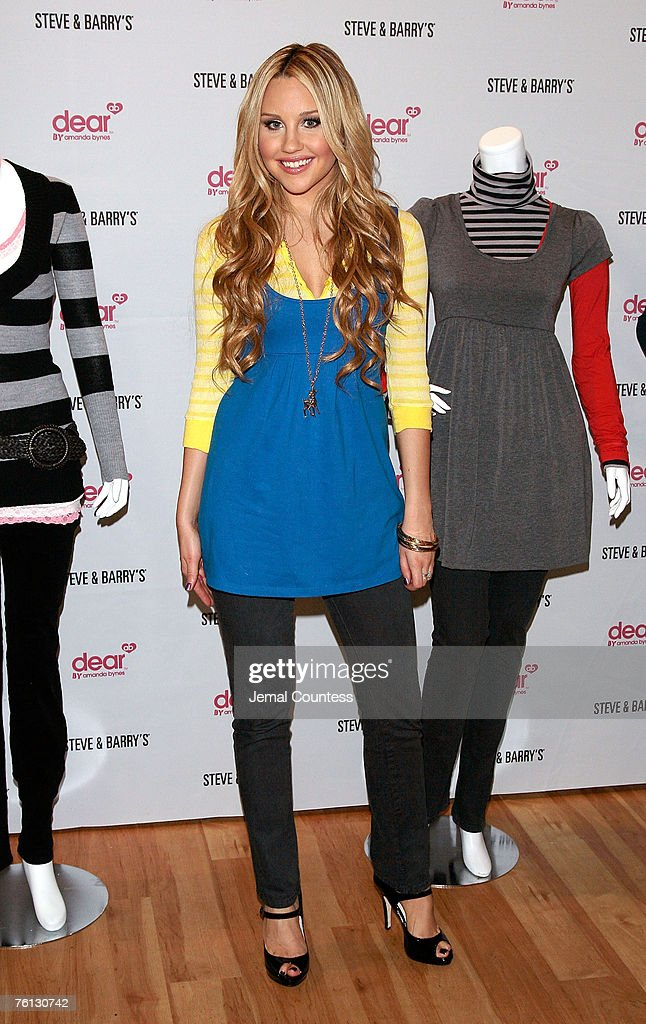 Amanda Bynes Apprearance and Autograph Signing - Location: New York