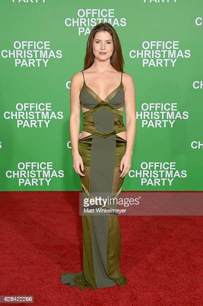 Actress Amanda Cerny attends the premiere of Paramount Pictures' Office Christmas Party at Regency Village Theatre on December 7 2016 in Westwood...