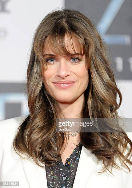 Actress Amanda Peet attends '2012' Japan Premiere at Roppongi Hills Arena on November 17 2009 in Tokyo Japan The film will open on November 21 in...