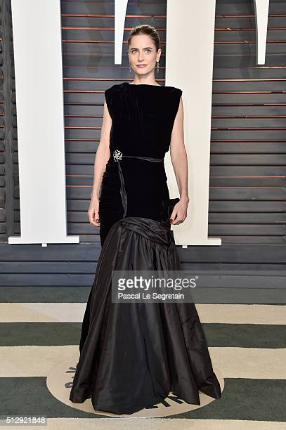 Actress Amanda Peet attends the 2016 Vanity Fair Oscar Party Hosted By Graydon Carter at the Wallis Annenberg Center for the Performing Arts on...