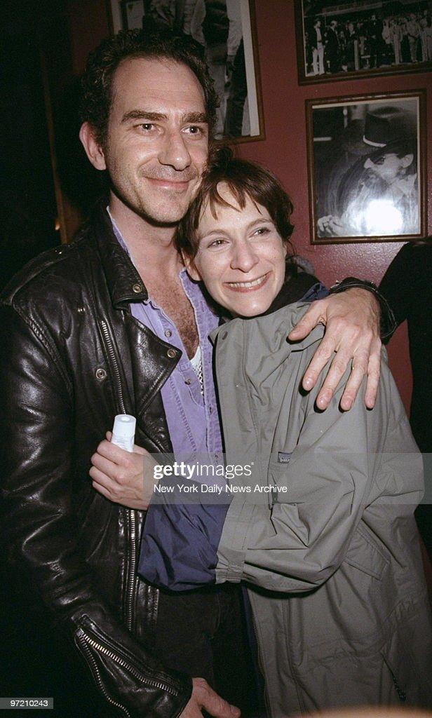 Actress Amanda Plummer and boyfriend Paul Chart arrive for t : News Photo