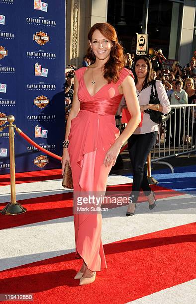 Actress Amanda Righetti attends the Los Angeles Premiere of 'Captain America The First Avenger' at the El Capitan Theatre on July 19 2011 in...