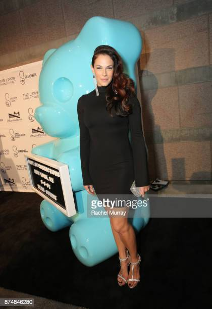 Actress Amanda Righetti attends the Sharewell/Zimmer Children's Museum Discovery Award Dinner at the Skirball Cultural Center on November 15 2017 in...